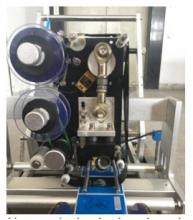 Этикетировочная машина предназначена для всех видов цилиндрической тары, таких как стеклянные бутылки, пластиковые бутылки.